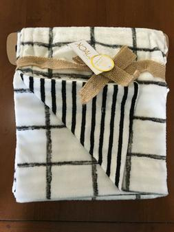 Lila & Jack Baby Blanket Reversible Mink Fabric Black and Wh