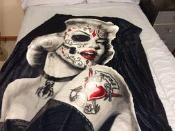 Marilyn Monroe Zombie Bombshell Sherpa Blanket Throw Very So