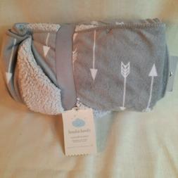 Plush Velboa Baby Blanket Arrows - Cloud Island™ - Gray