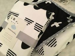 Cloud Island Reversible Baby Blanket Scallop Black/White/ Cr